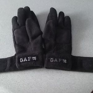 NWOT women's black Gap winter gloves